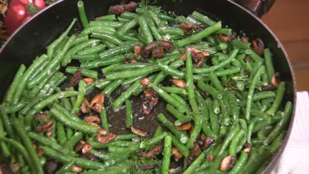 Green Beans with Roasted Garlic and Mushrooms